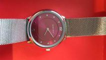 Симпатичные часы среднего размера