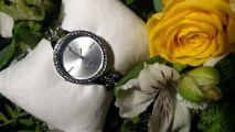 Часы со стальным браслетом и фианитами