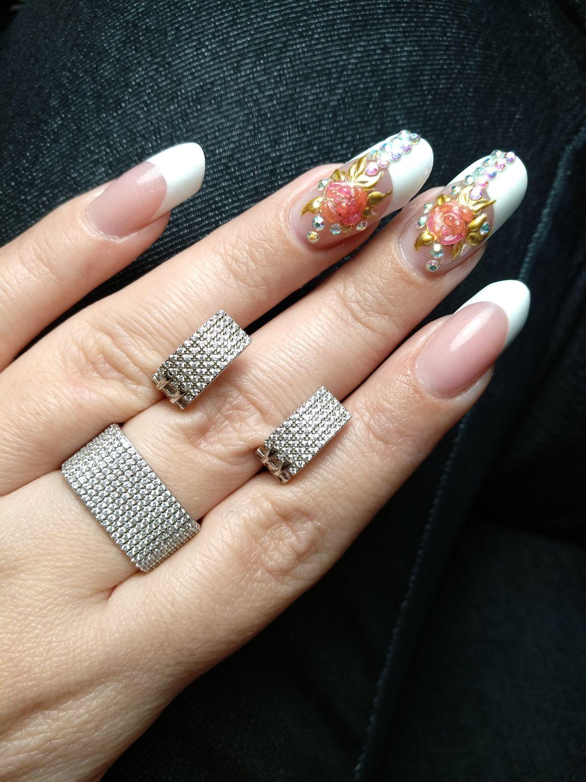 Оригинальное кольцо из фианитов!