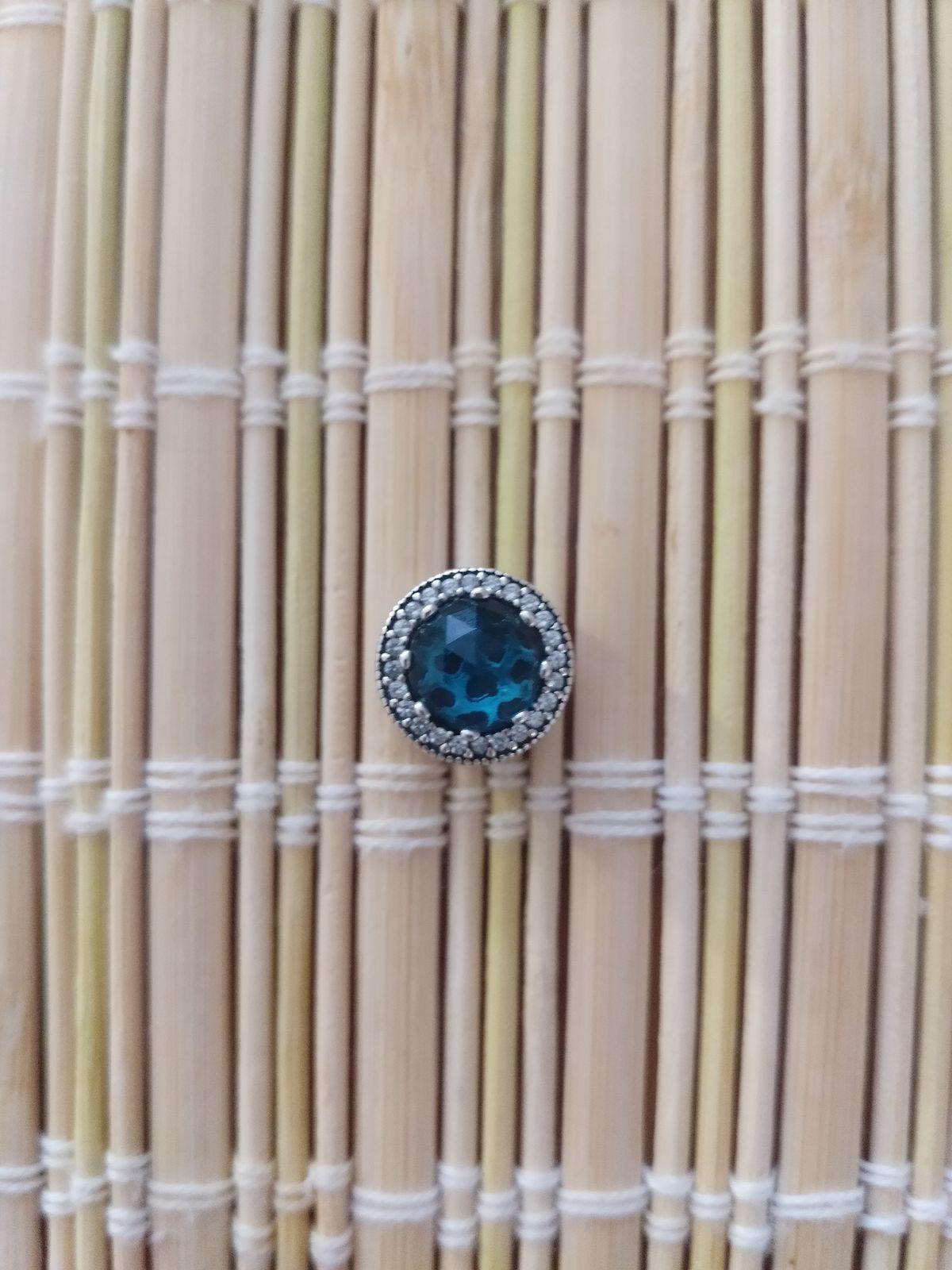 Шарм с синим камнем