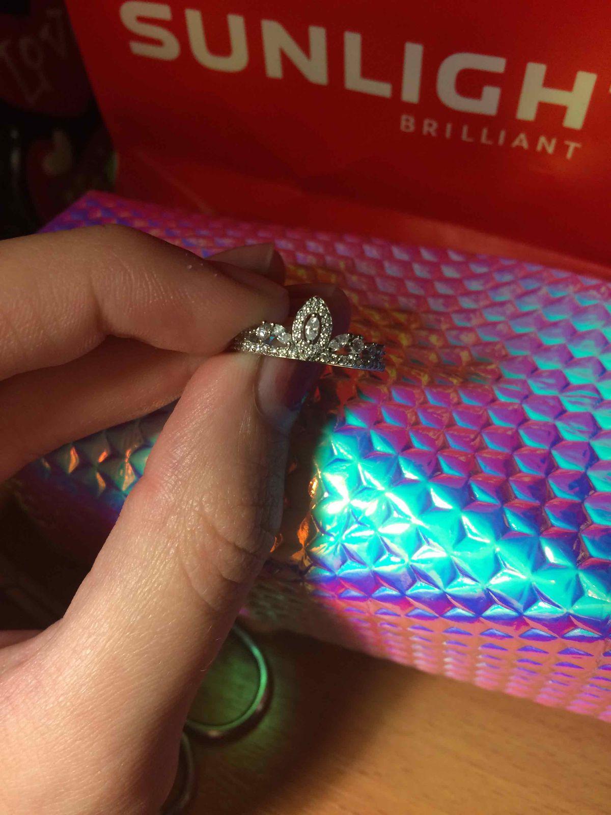 Я купила серебряное кольцо с фианитом (вау супер круто реальный класс улет)