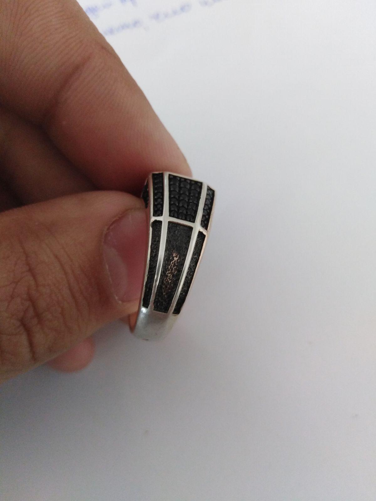 Купил кольцо, хожу месяц, а оно поменял цвет и облезло