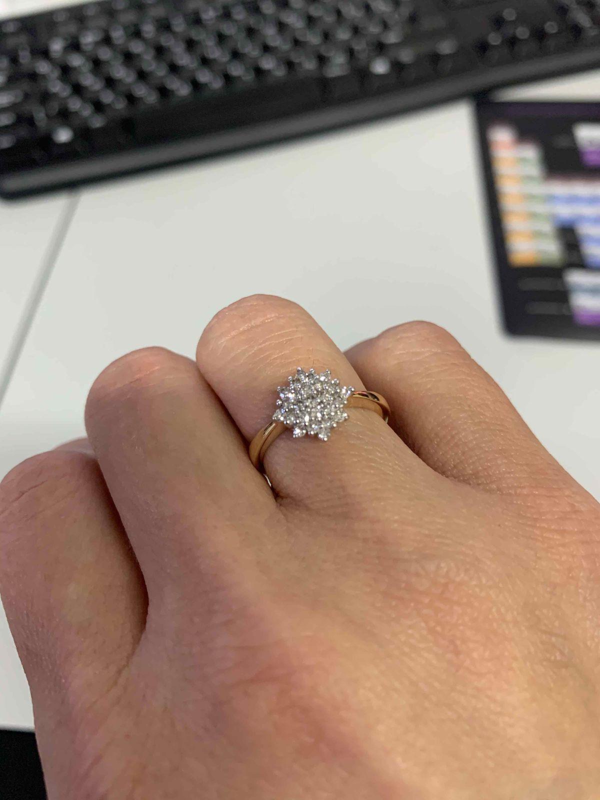 Тонкое, нежное, но удивительно сияющее кольцо