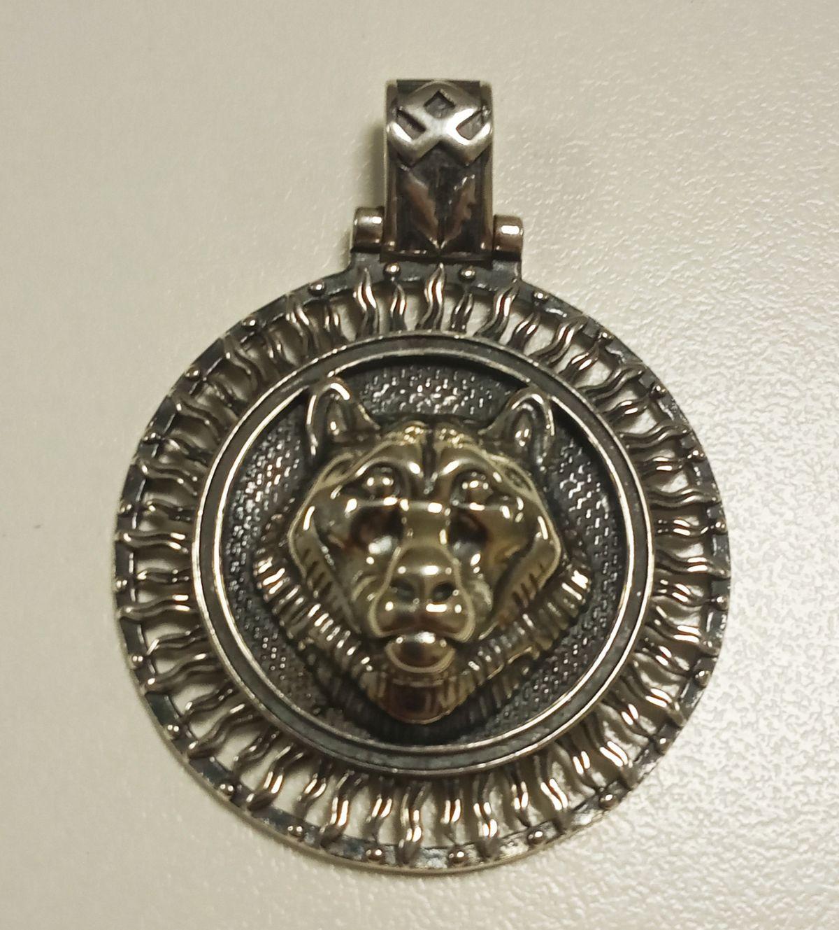 Медальон медведь