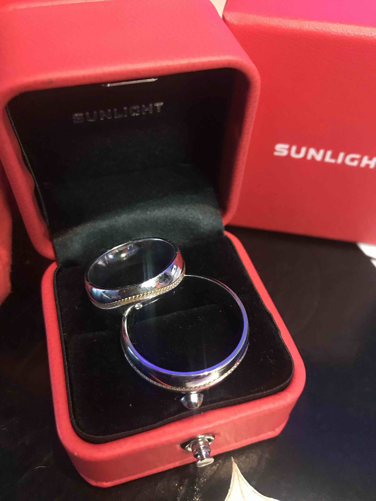 Купили мне и мужу парные обручальные  кольца этой модели👍