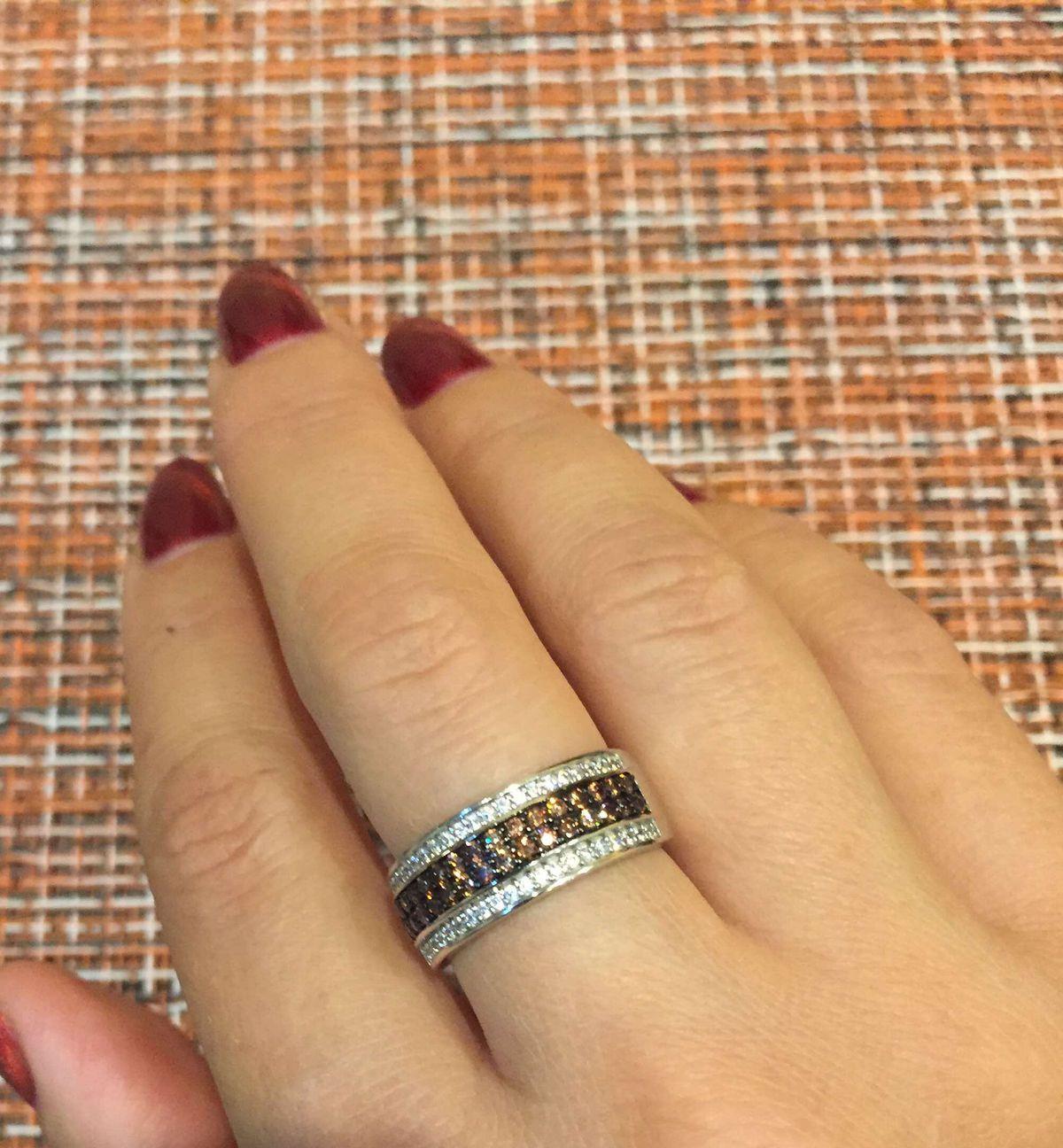 Отличное сверкающее кольцо