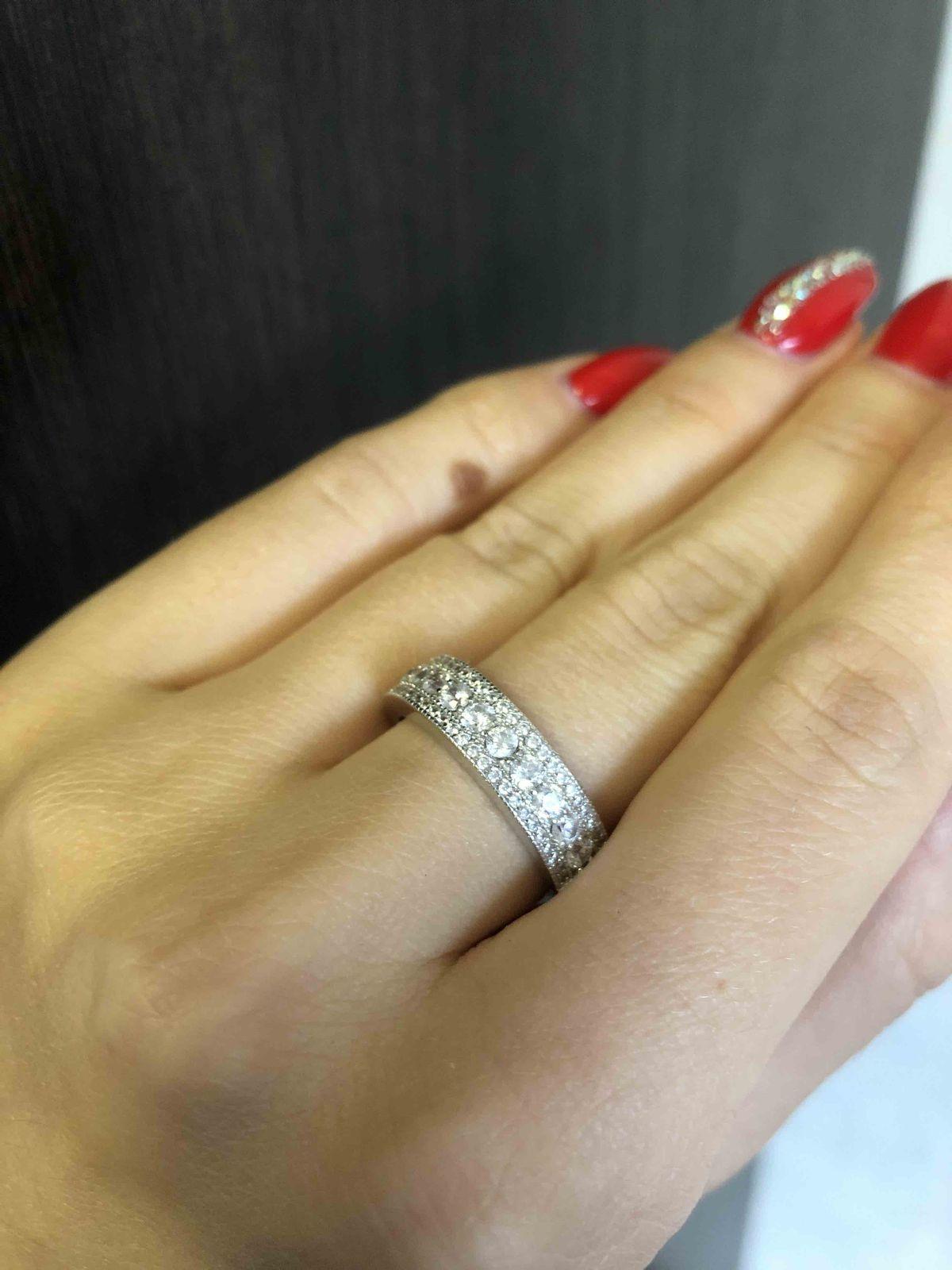 Красивое кольцо, с красивыми яркими камнями