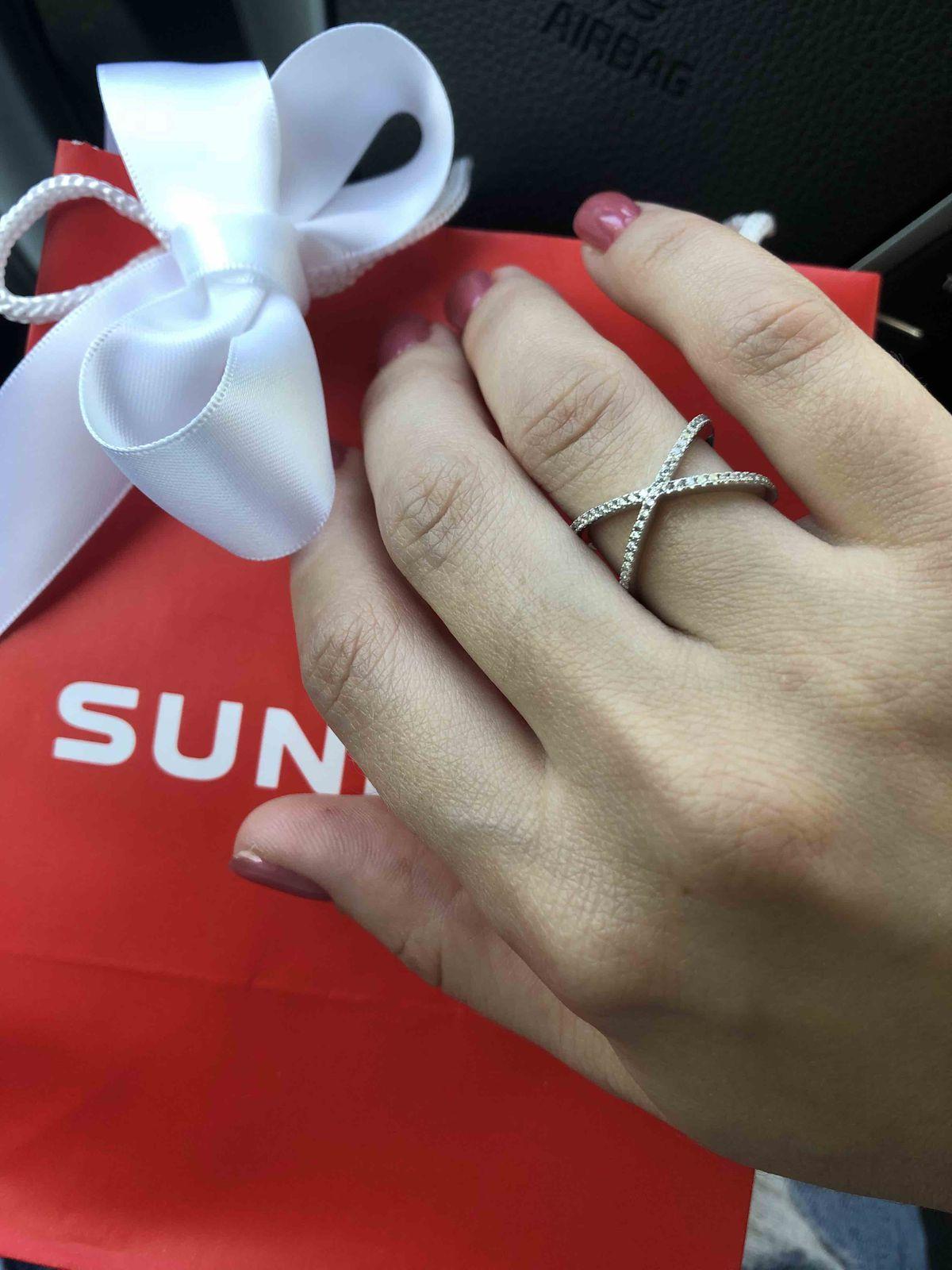 Прекрасное кольцо! блестит на солнце!
