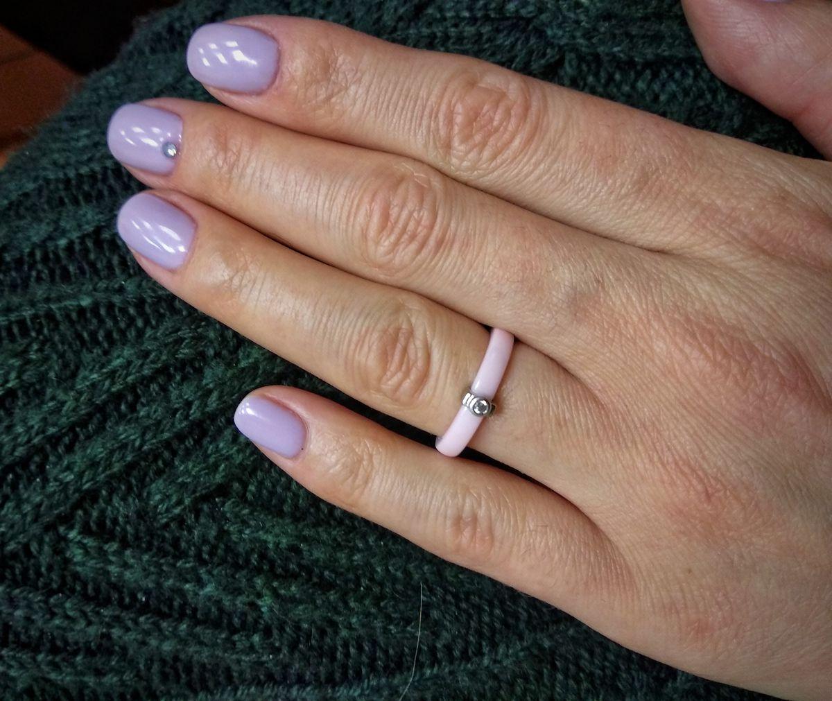 Нежное девичье кольцо.