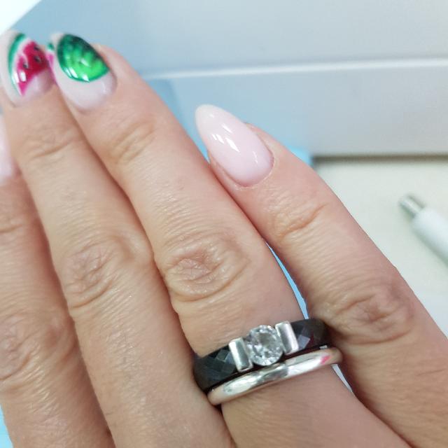 Кольцо чёрное с красивой вставкой