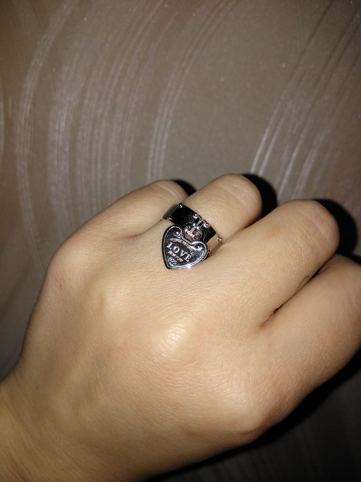 Кольцо очень похоже на аналог от TIFFANY