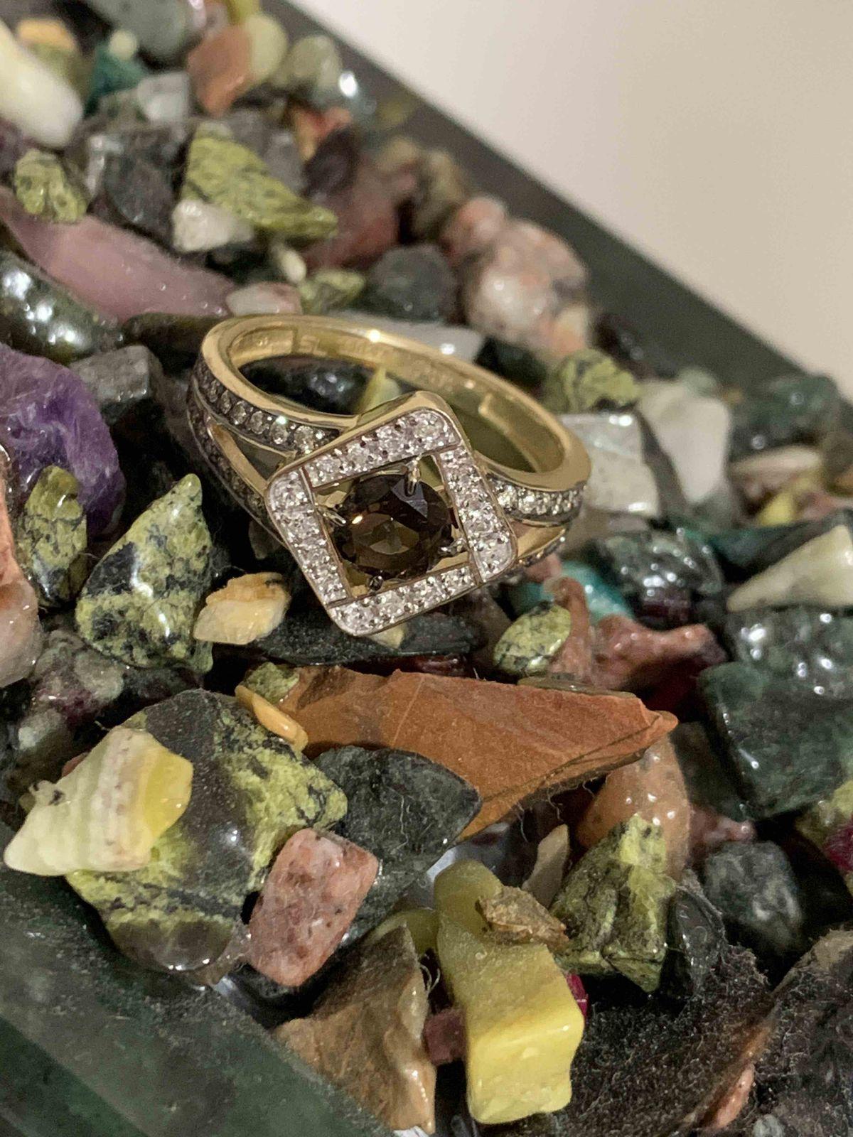 Кольцо с коньячными бриллиантами.