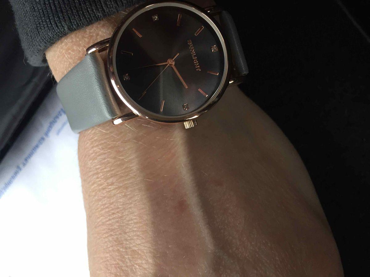 Часы наручные серые