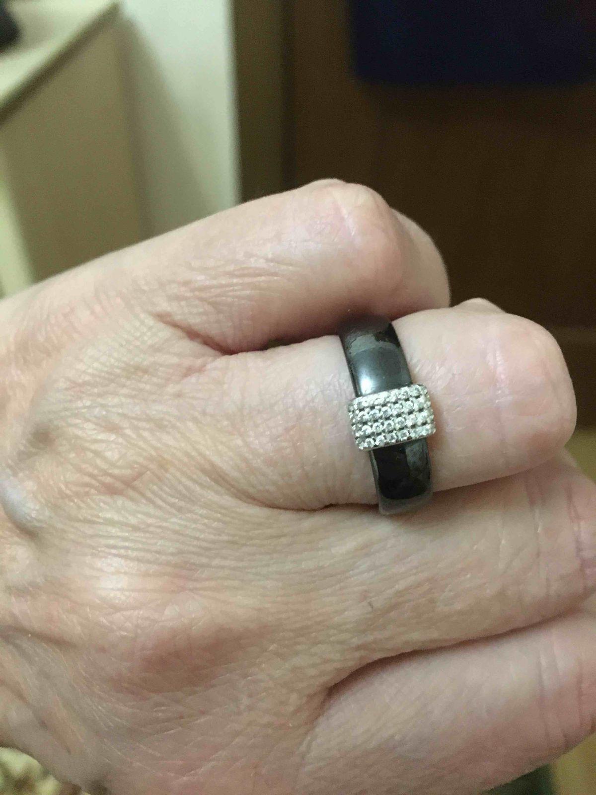 Кольцо хорошее красивое и стильное.
