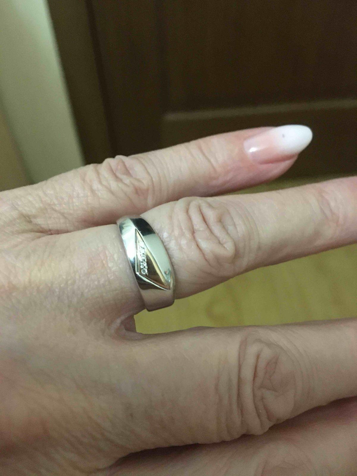 Кольцо серебряное с бриллиантами.