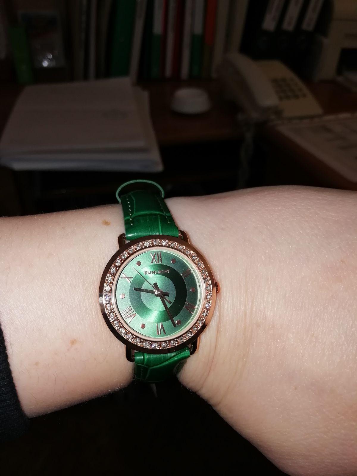 Часы просто супер, стильные и женственный. Очень рекомендую.