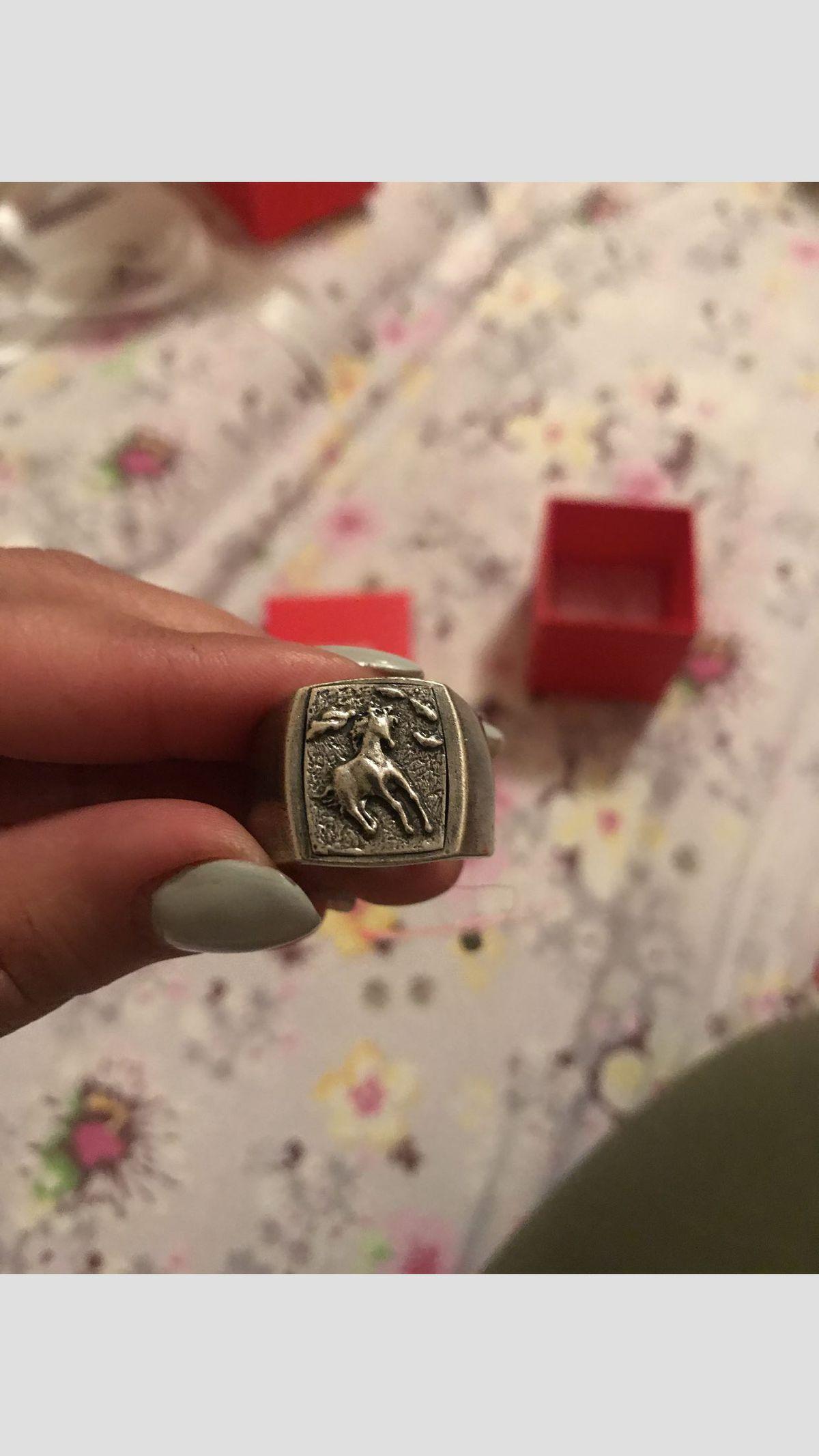 Кольцо серебряние и подарок