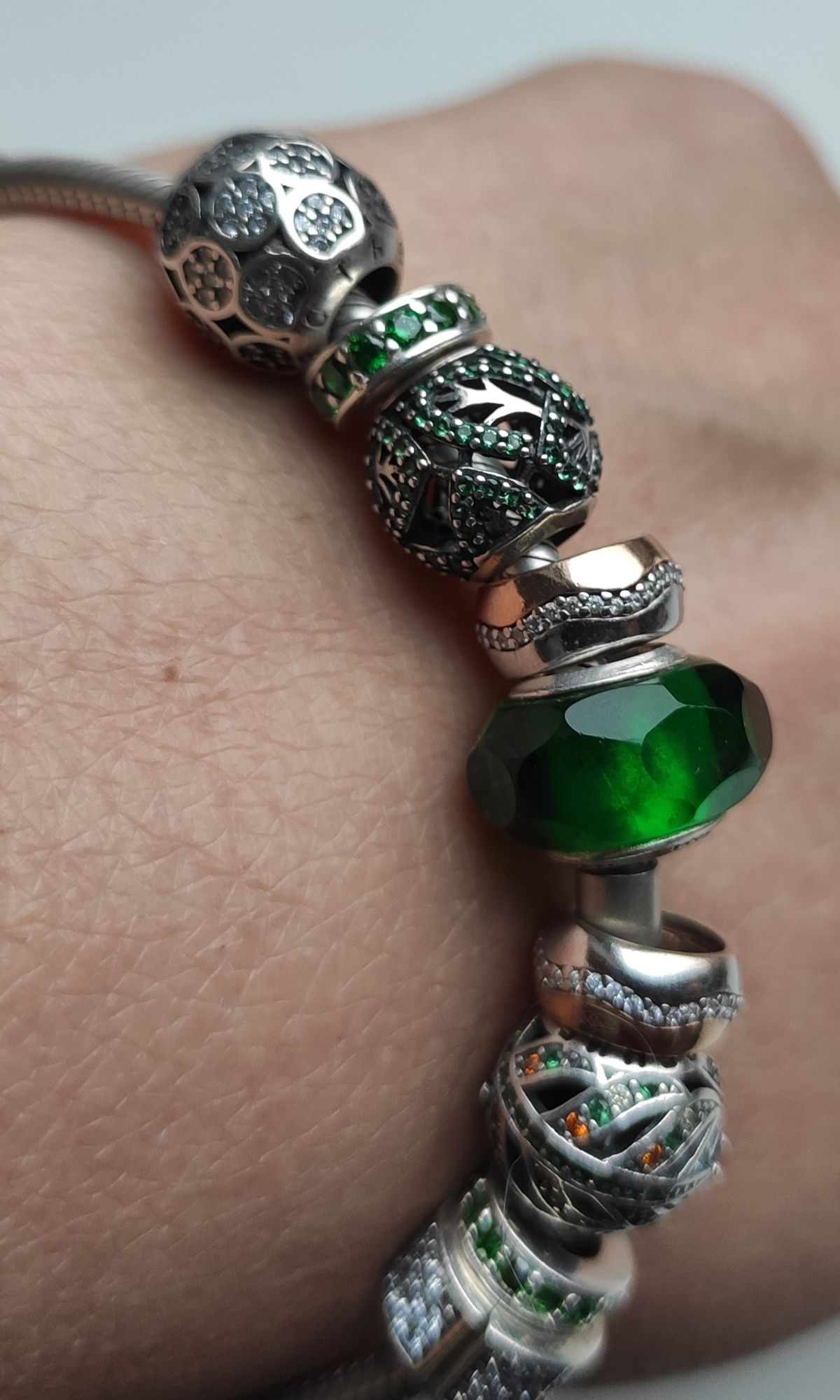 Таинственно-зеленый шарм