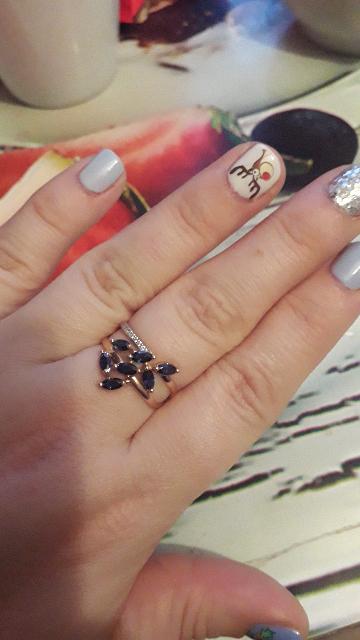 Очень красивое кольцо ! Как подарок на новый год вообще класс !!!