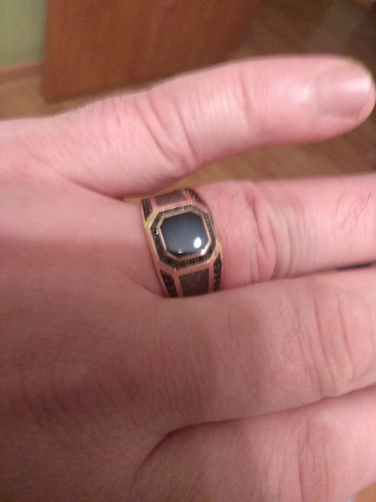 Купила мужу подарок на день рождение, очень понравилось кольцо.Спасибо.