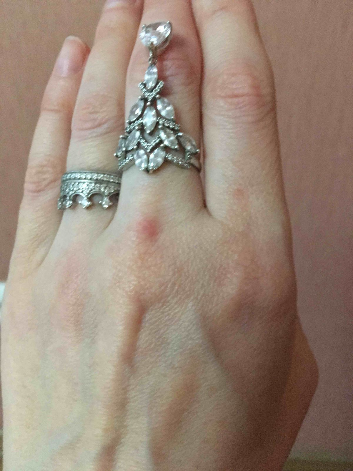 Стильное серебряное кольцо с фианитом подвеской