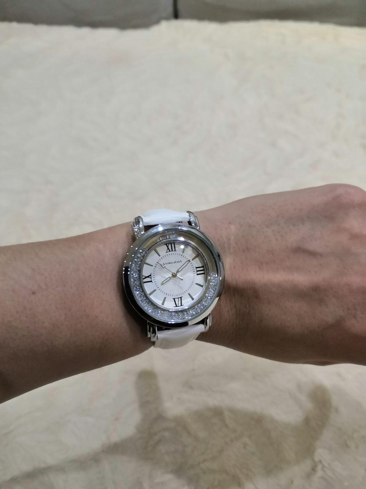 Часы женские, стильные, красивые.