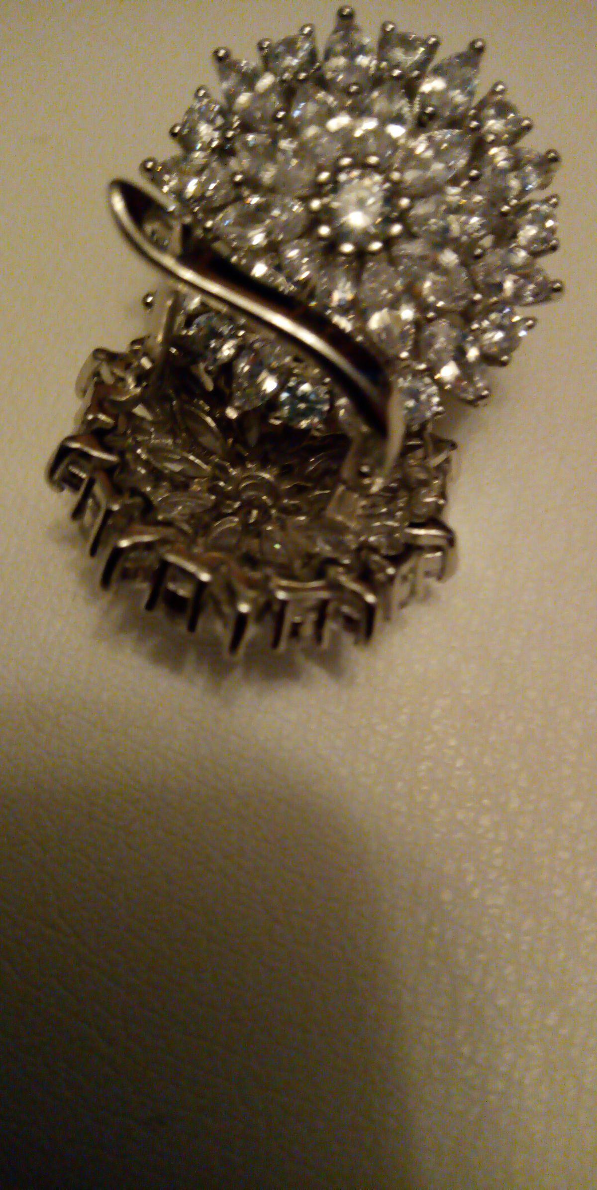 Серебреные серьги.