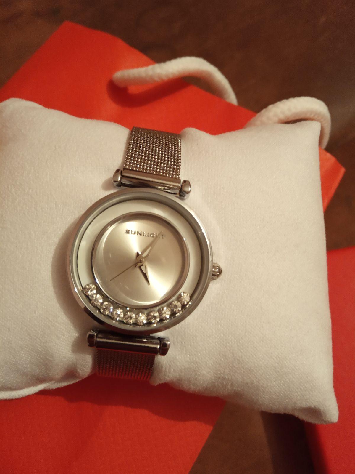 Часы превосходные 😍очень нравятся,сидят идеально