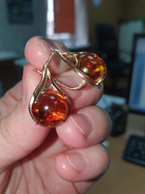 Очень привлекательные серёжки с янтарем.