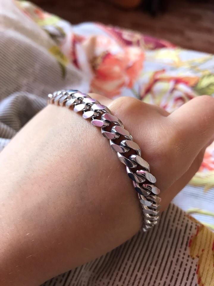 Очень красивый, а главное удобный браслет.