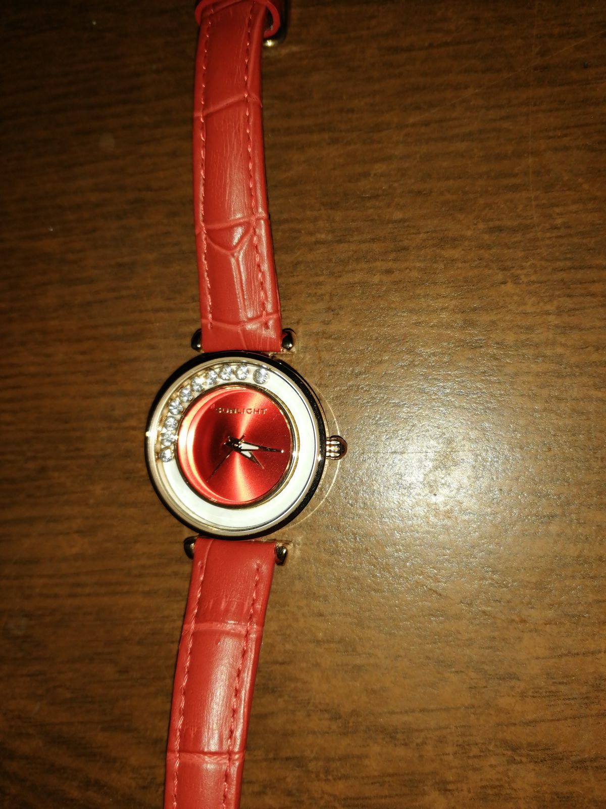 Хорошие, женские часы.