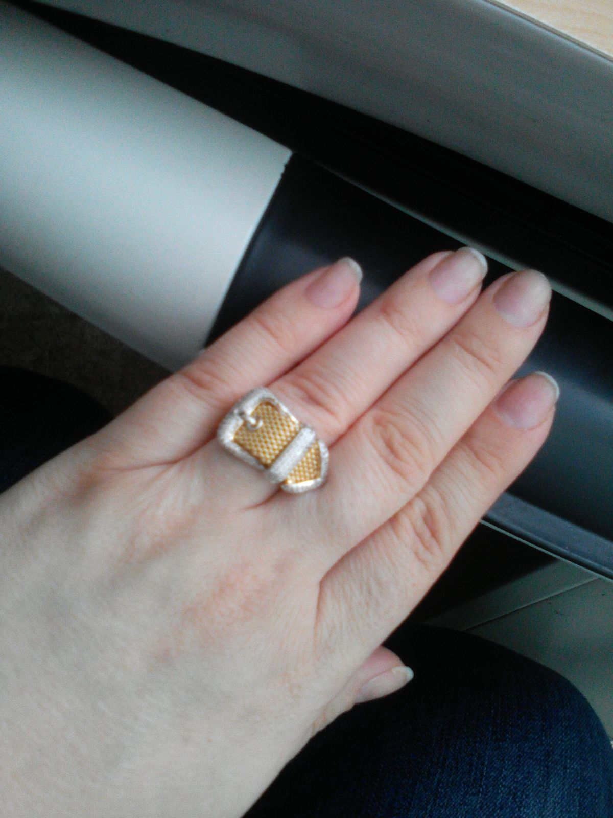 Очень оригинальное кольцо!