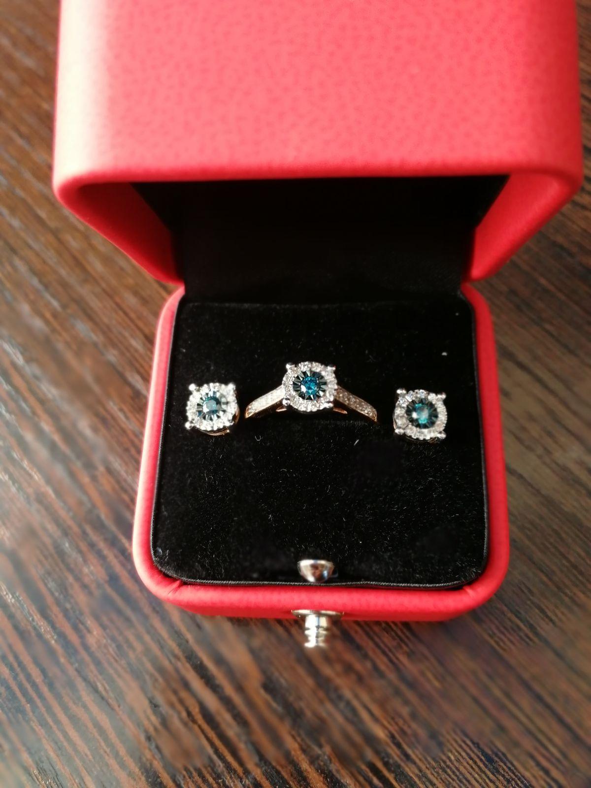 Кольцо с голубым брилиантом