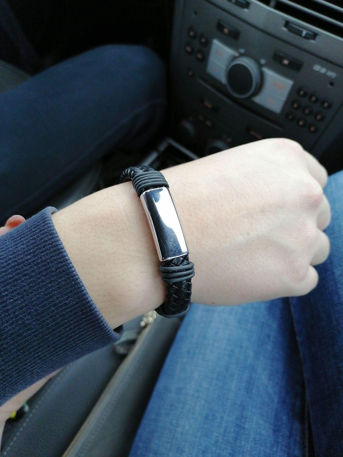 Красивый браслет, очень хорошо смотрится на руке.
