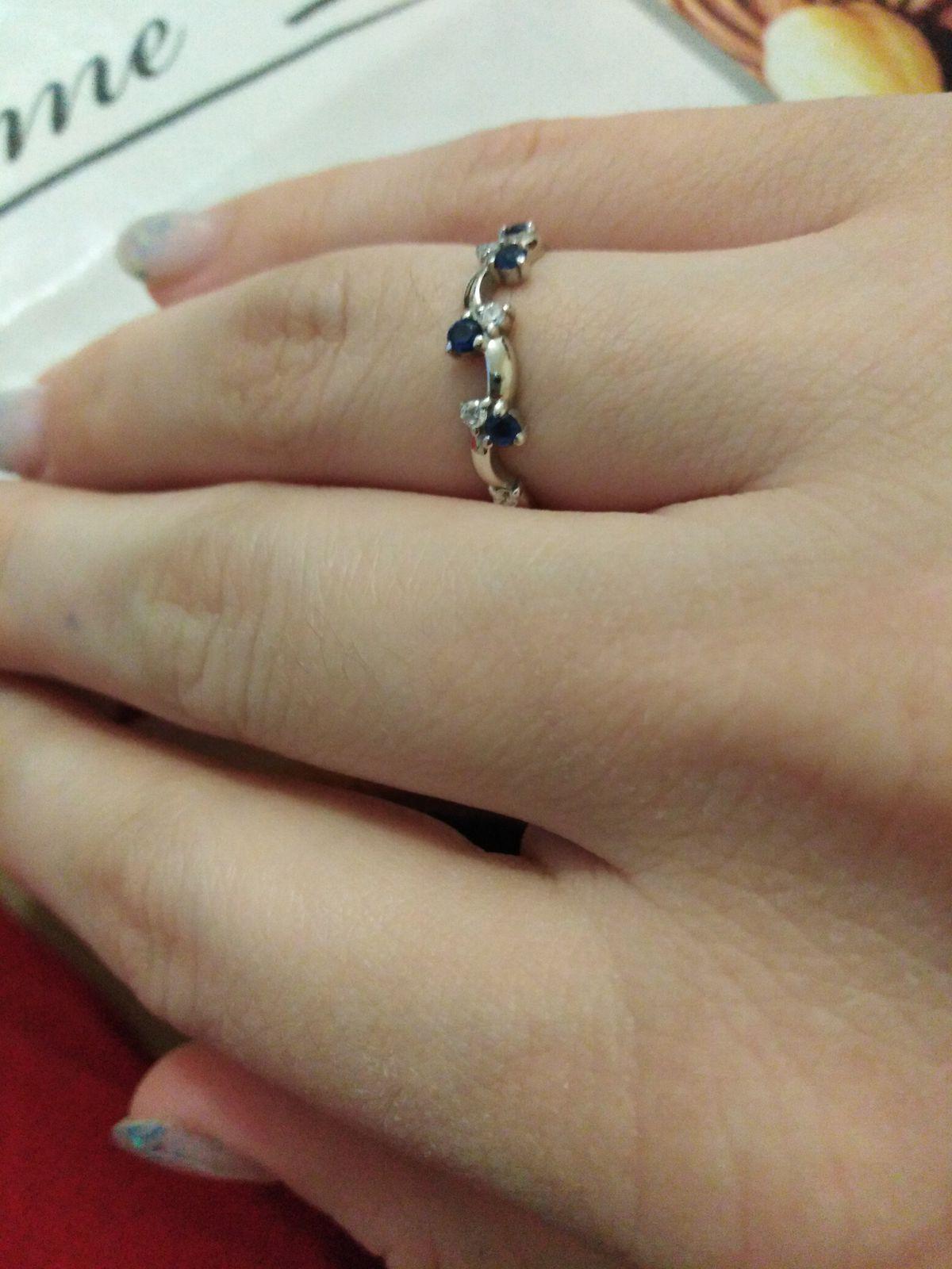 Прекрасное изящное кольцо
