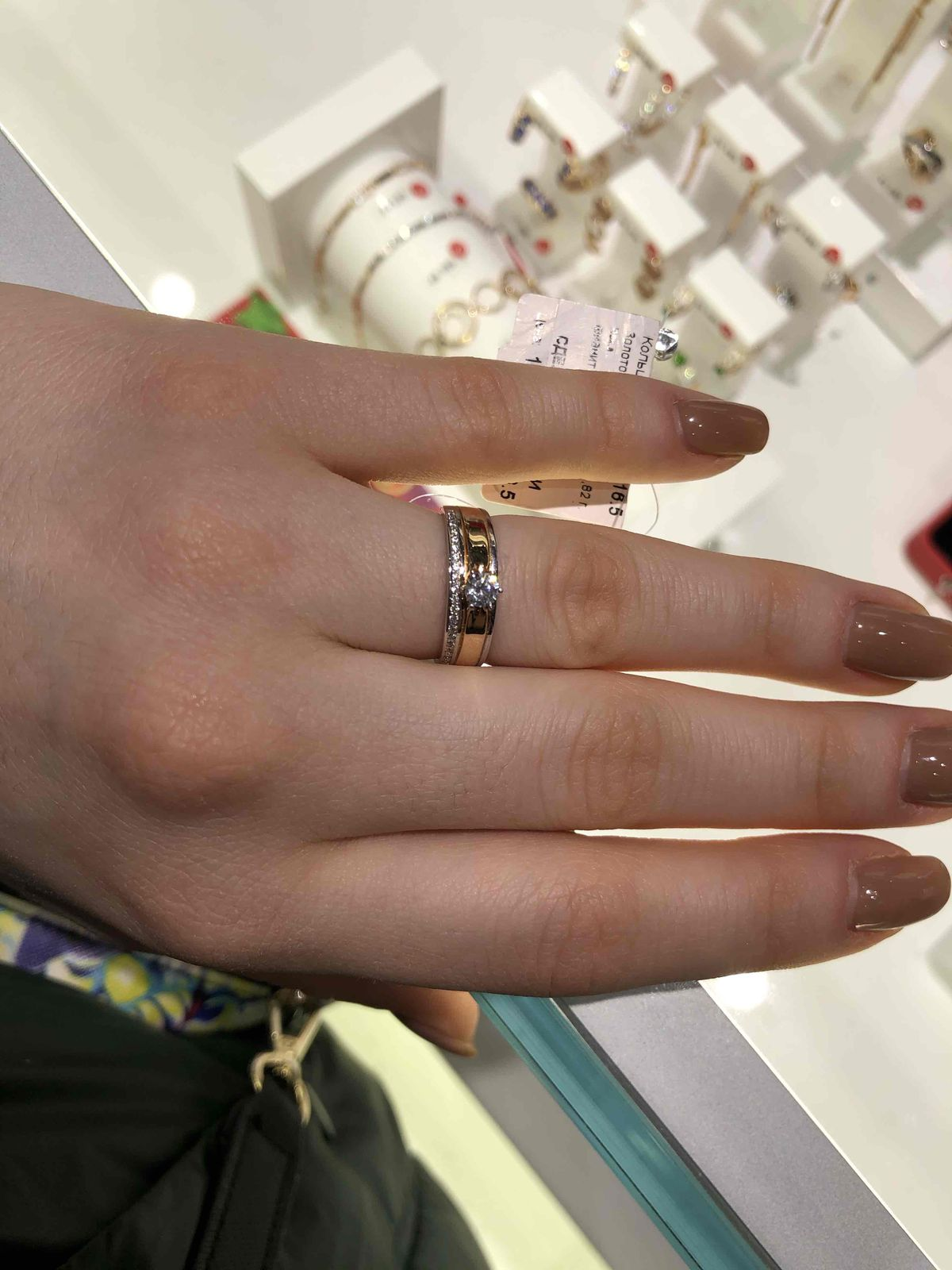 Золотое кольцо с фианитомит