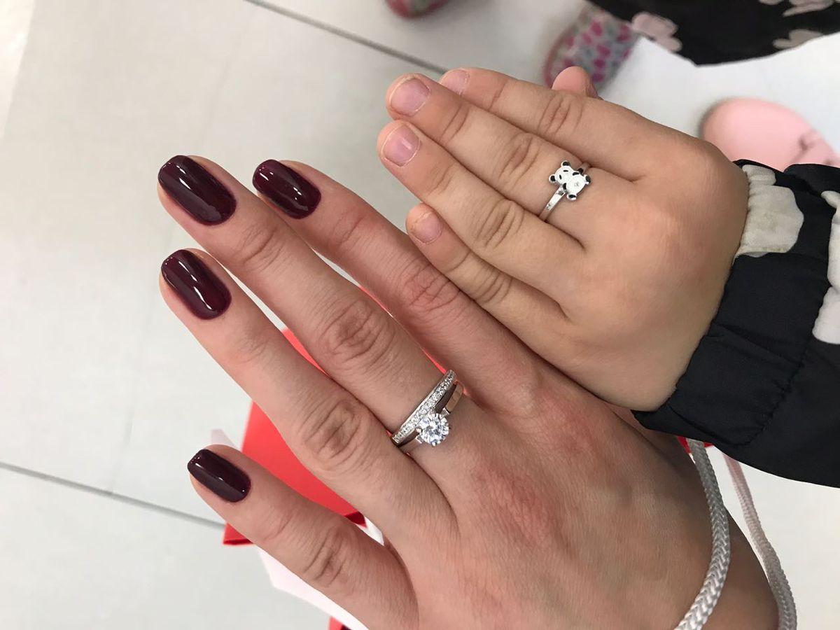 Замечательные кольца с фианитом