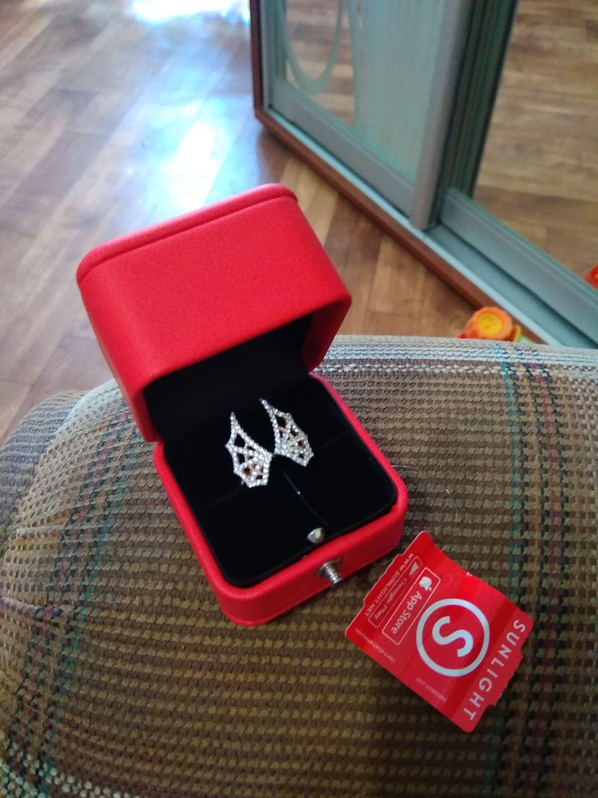 Красивое кольцо!Получила от любимого человека, очень понравилось!