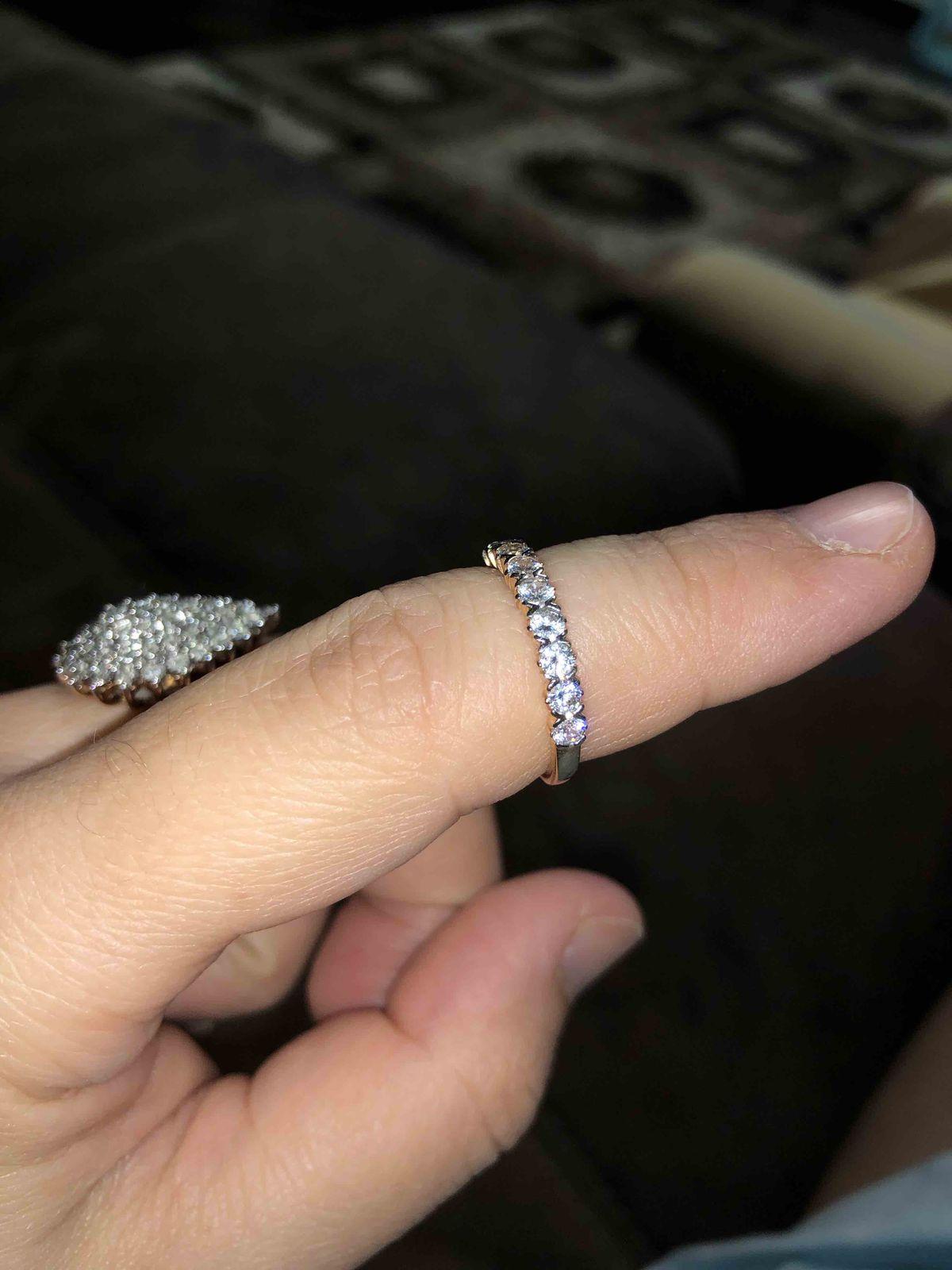 Невозможно не влюбиться в это колечко! Фианиты не уступают бриллиантам!