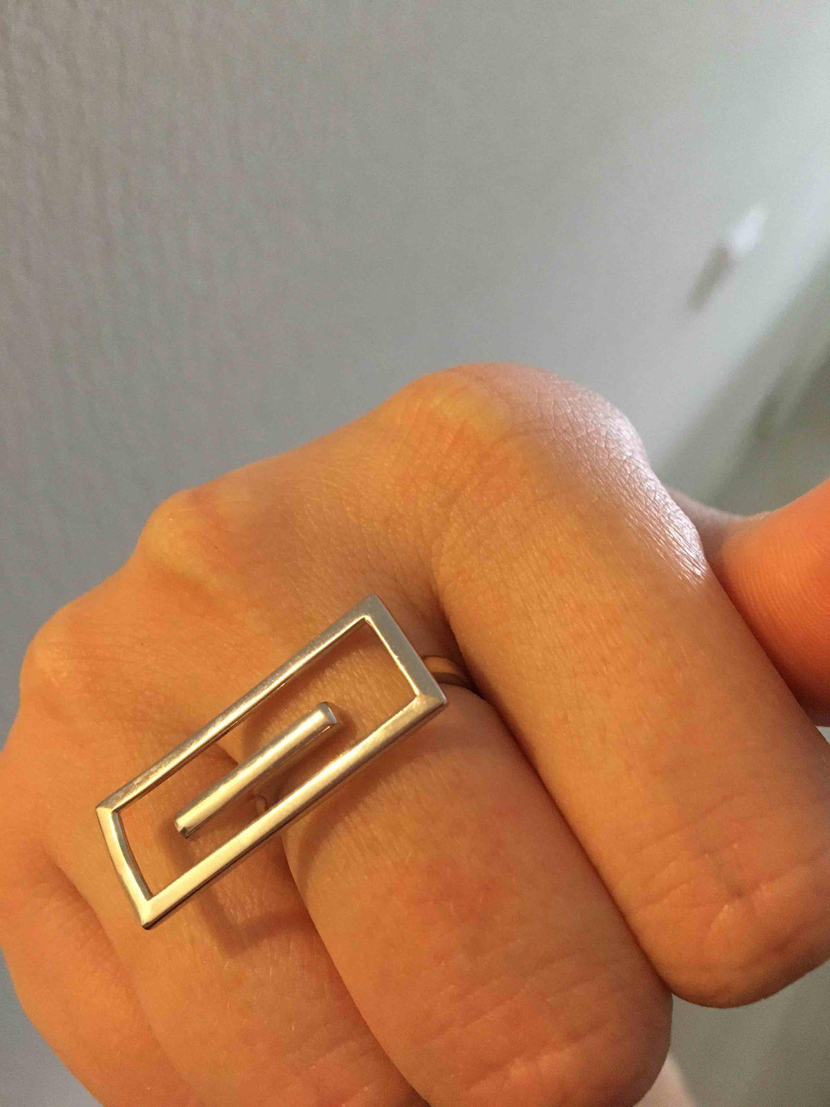 Кольцо смотрится очень стильно ,подходит под различные образы!Спасибо!