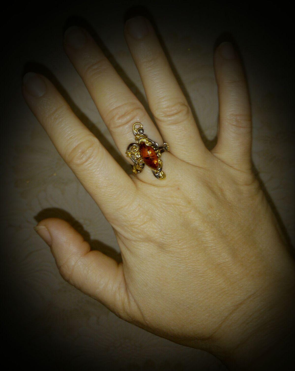 Безразмерное кольцо с янтарем