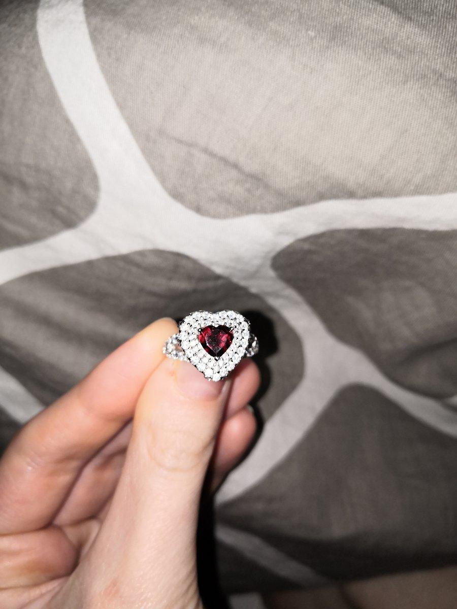 Шикарное кольцо, подходит практически ко всем случаям жизни