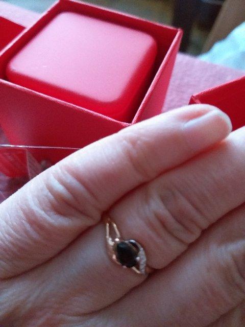 Потрясающее колечко с гранатом и бриллиантами