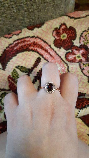 Кольцо очень красивое. Акуратно сделано' камушек крепко держится.