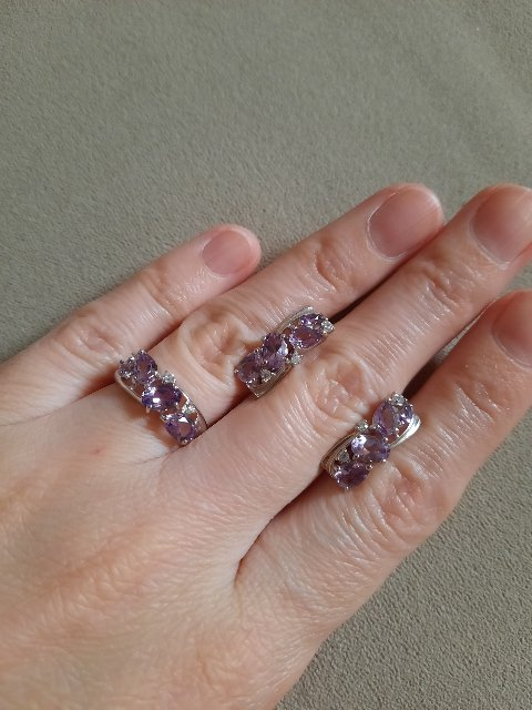 Серебряное кольцо со светлыми аметистами
