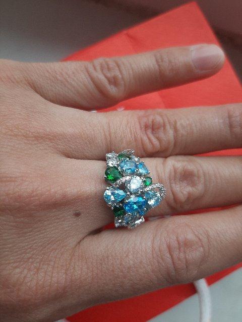 Очень красивое кольцо , с большими камнями .Мне понравилось спасибо 👍
