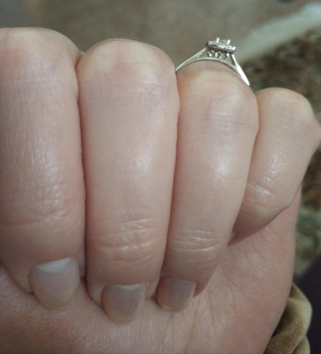 Потрясающее кольцо с бриллиантом огранки изумруд