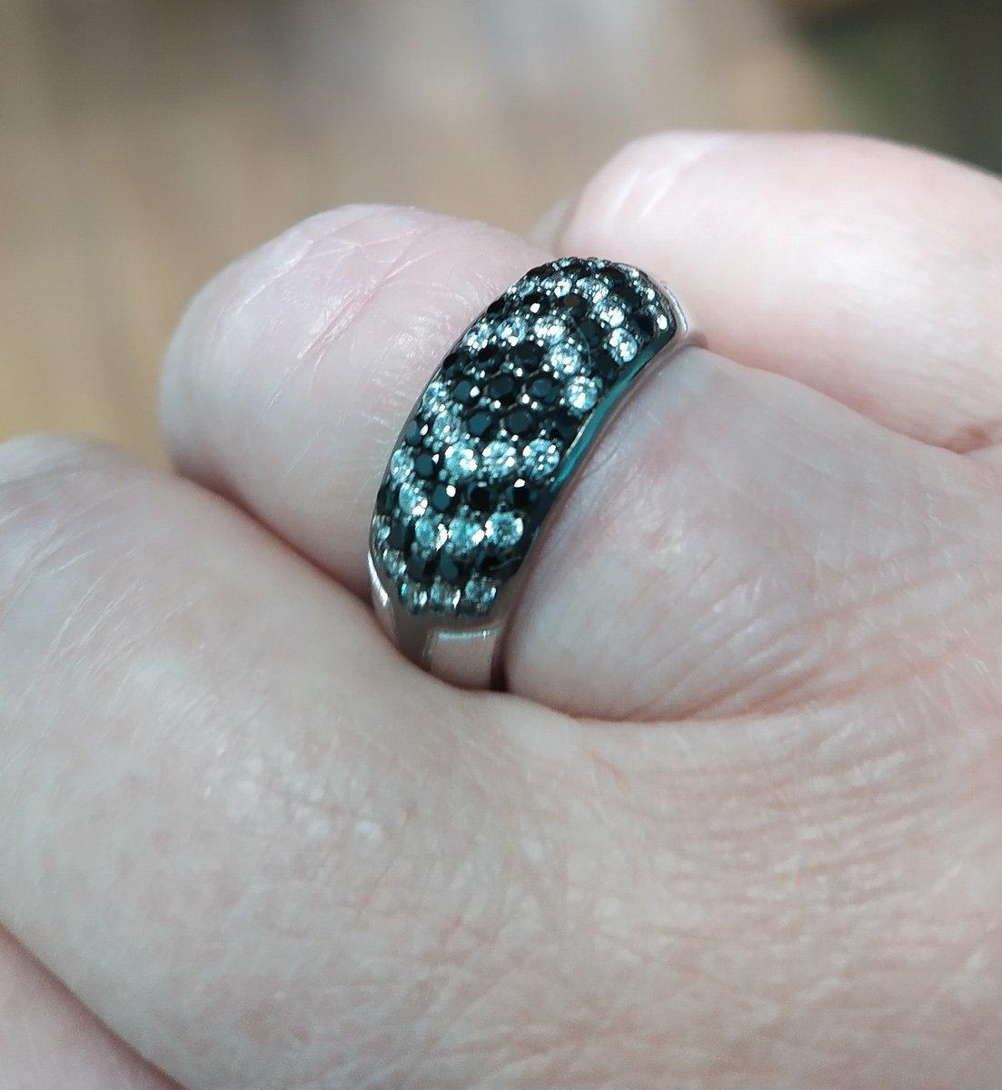 Очень красивое, достойное внимания, кольцо