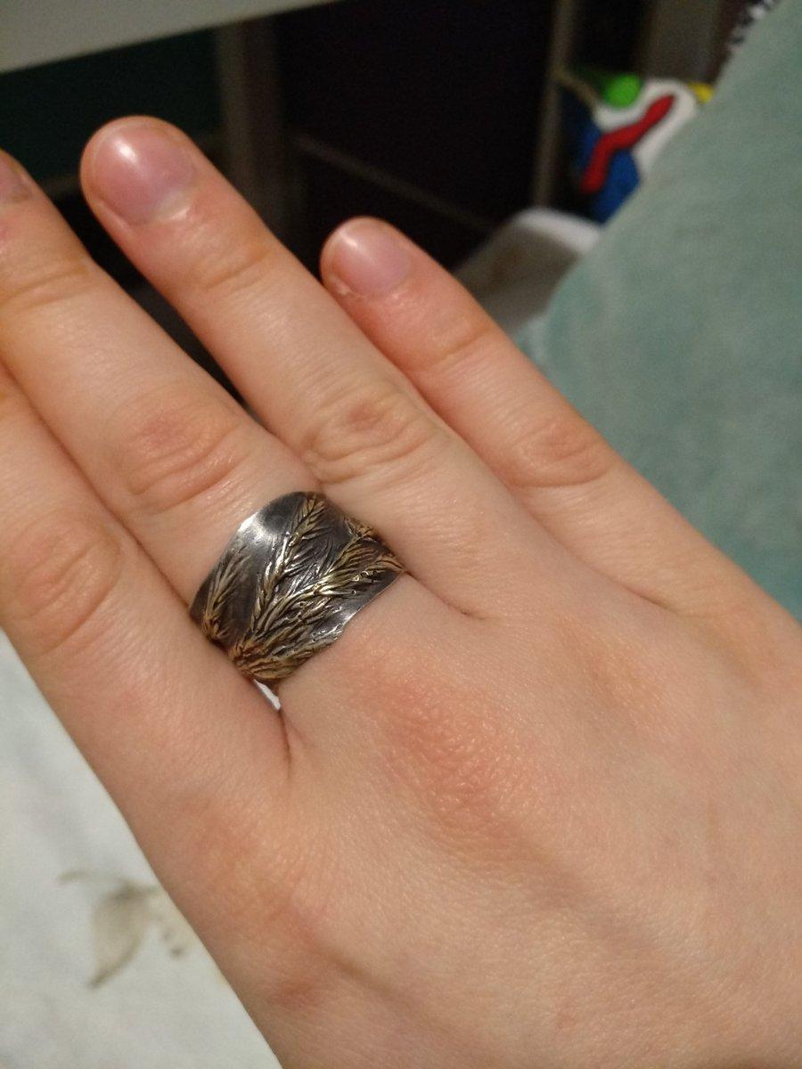 Прекрасное и оригинальное кольцо