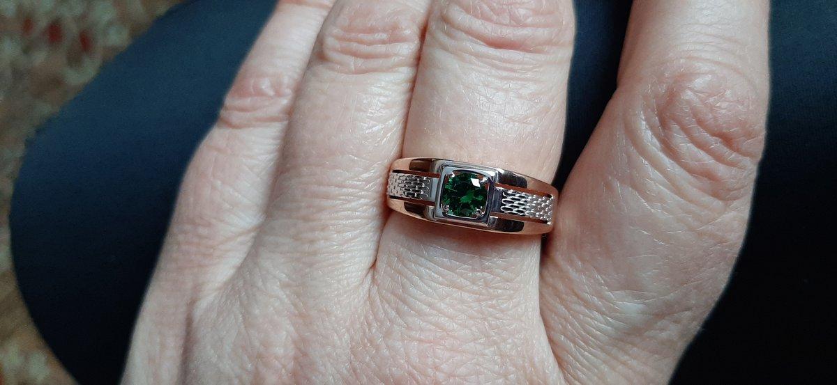 Мужское кольцо с наноизумрудом.